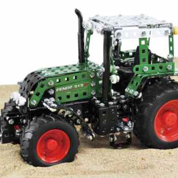 10067_Junior_Fendt_snett_fram_i_sand_1